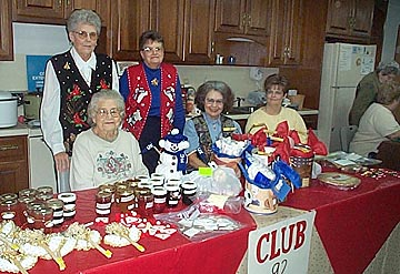 Homemakers Hold Holiday Event On
