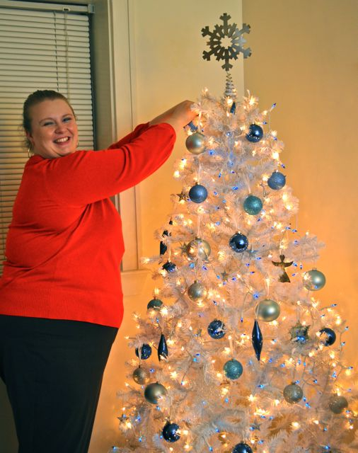 blue and white theme lindsey wilson college womens area coordinator heather davis decorated the christmas tree in apartment in a blue and white - How To Decorate A White Christmas Tree In Blue