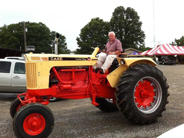 Case Comfort King : Tractor show led by lewis garrison on case