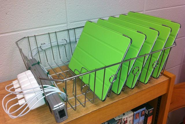 Achs It Saves Money With Diy Ipad Charging Rack On