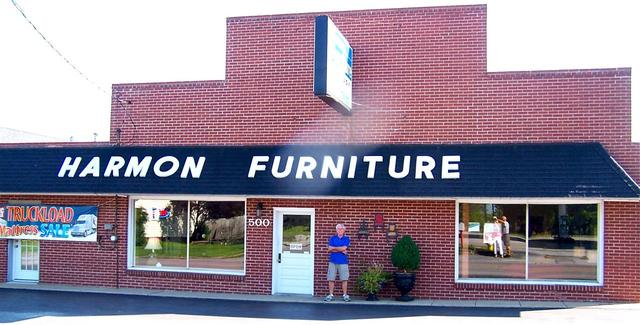 2012 08 03   500 South Central Avenue, Campbellsville, KY   Photo By Fran  Neat Terry Cox, Owner Of Harmon Furniture Company, Is On Board Helping  Maryu0027s ...